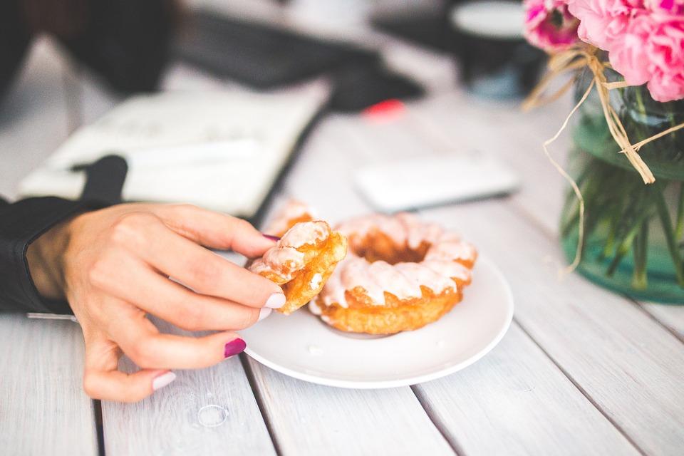 9 conseguenze fatali in seguire una dieta e modi impropri di mangiare (e perché evitarli)