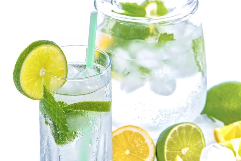Rimedi casalinghi contro la stitichezza: Limone L'acqua