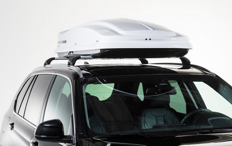 Portapacchi auto e un box da tetto